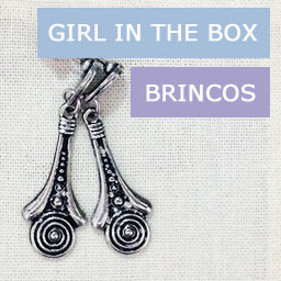 Brinco da Girl in the Box (bijoux e semi-joias por assinatura)