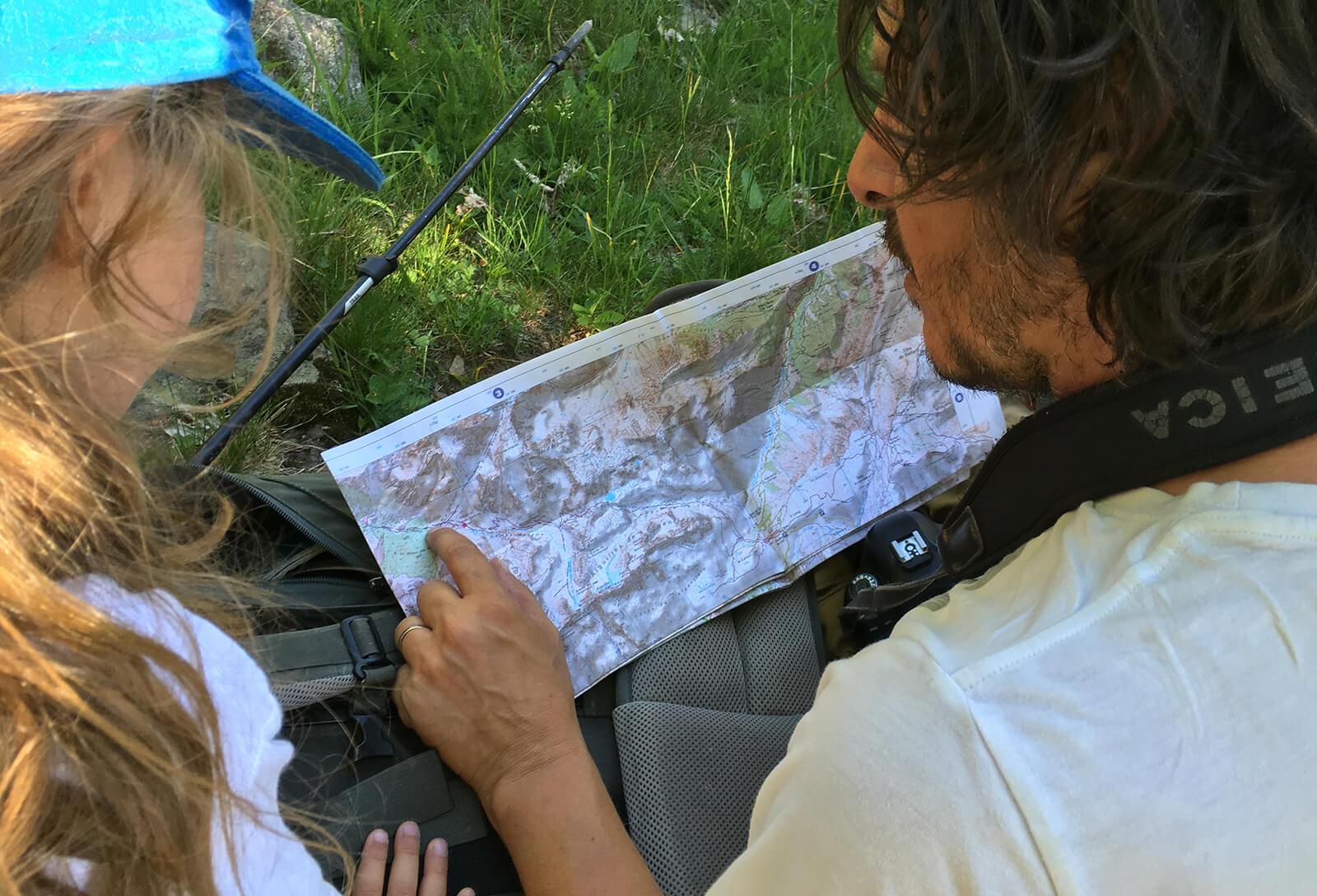 Bien préparer l'itinéraire d'une randonnée pour éviter de prendre des risques avec des enfants