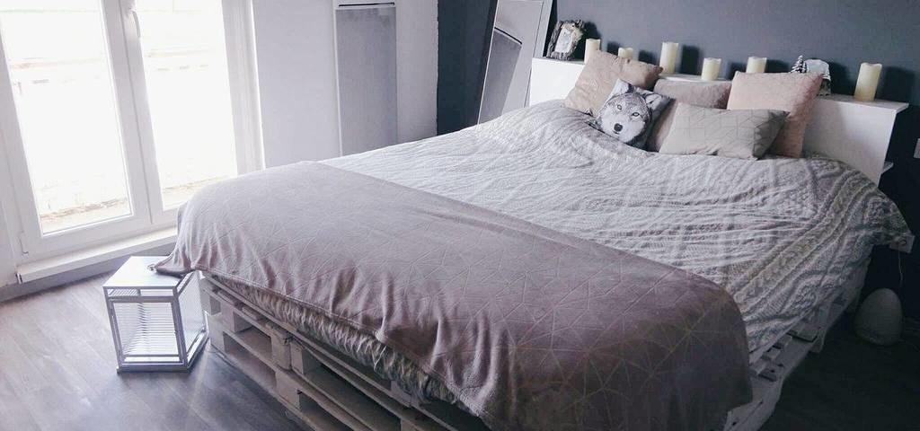 lit en palette avec rangement