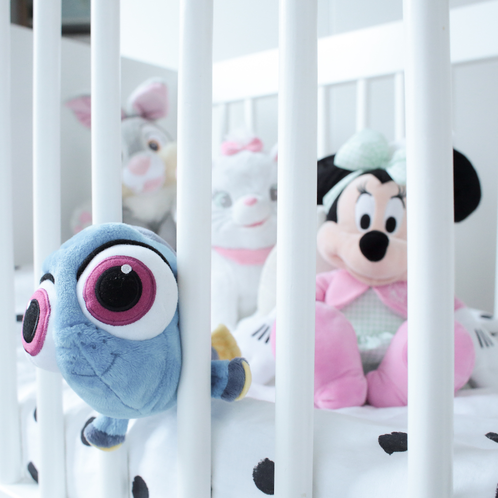 chambre-mila-peluches-disney-store-minnie-marie-pan-pan-dory