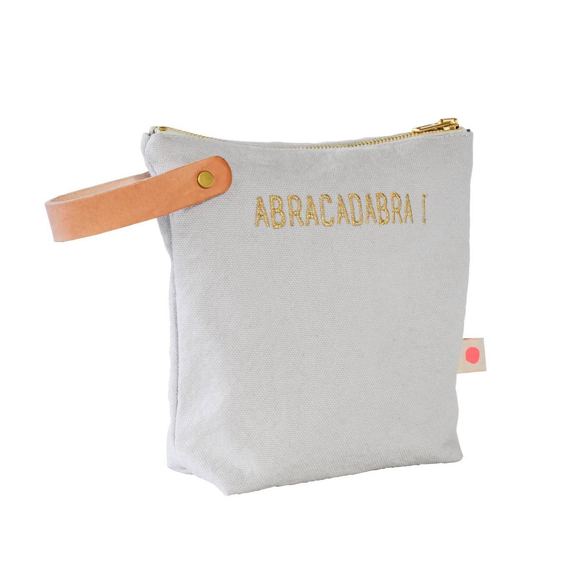 abracadabra-trousse-toilette-la-cerise-sur-le-gateau-soldes-smallable