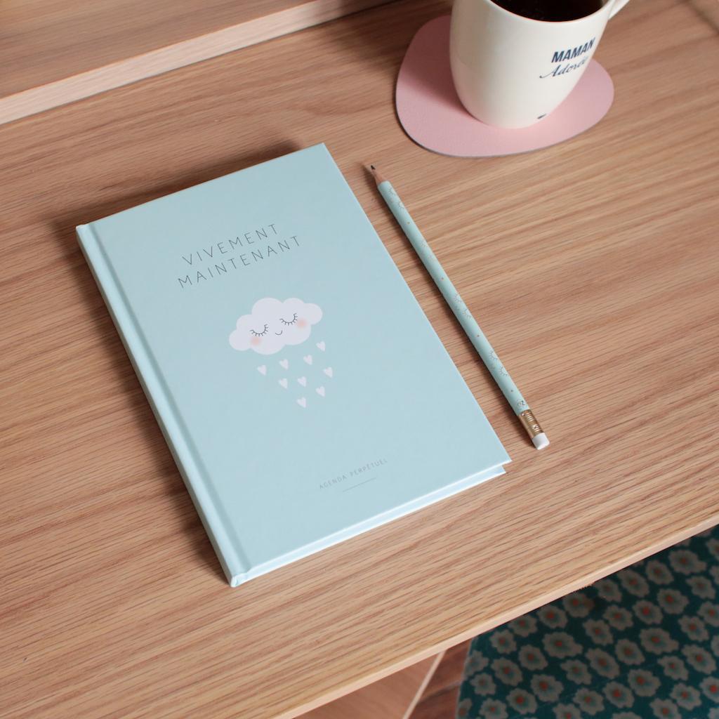 zu-agenda-made-in-france-bureau-petit-champignon-de-paris-chaise-charlie-crane-tasse-emoi-emoi