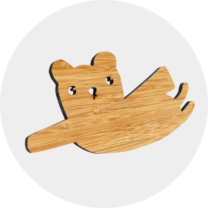 patere-bois-superheros-ted-and-tone-chambre-enfant-decoration-bambou