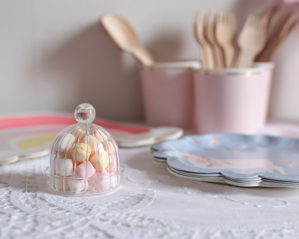 anniversaire-mila-4-ans-rose-caramelle-decoration-princesse-rose-gold-meri-meri-chamallow-mini