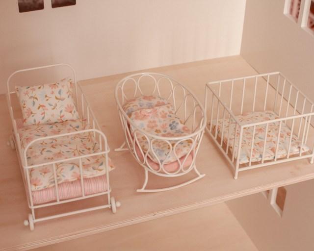 maileg-maison-de-poupees-meubles-souris-lapin-tailles-sizing-lit-bebe-parc
