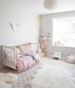 chambre-bebe-rose-poudre