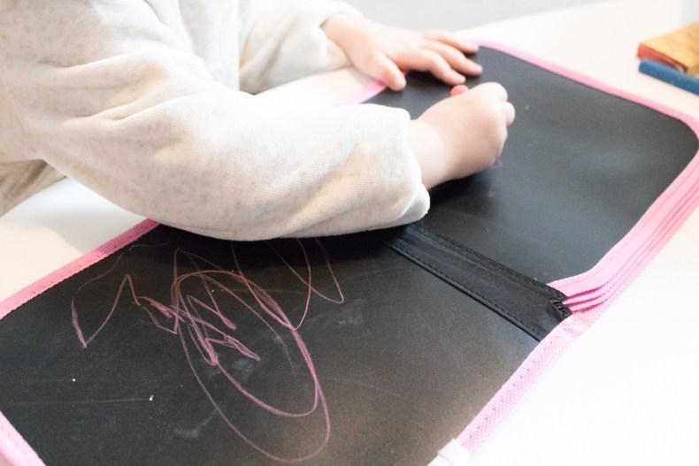 Dessiner sur les cahiers ardoises Jaq Jaq