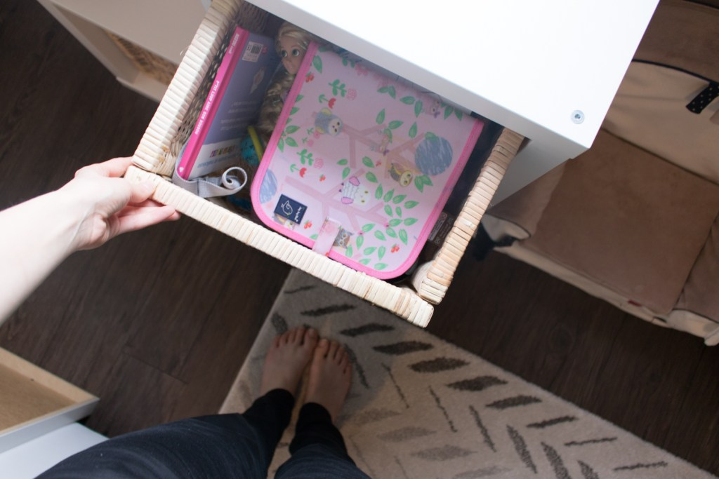 Rangement dans le meuble Kallax Ikea