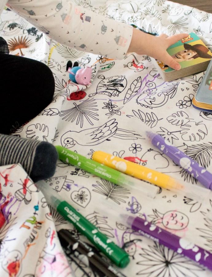 Coudre un tapis de jeux nomade à colorier avec Rozyli