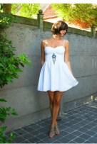 white-dress-blue-necklace-beige-shoes_400
