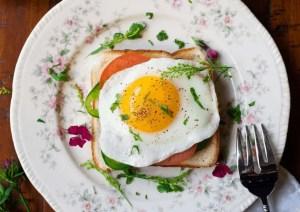 Oeufs au plat enceinte : peut-on en manger sans risque ?