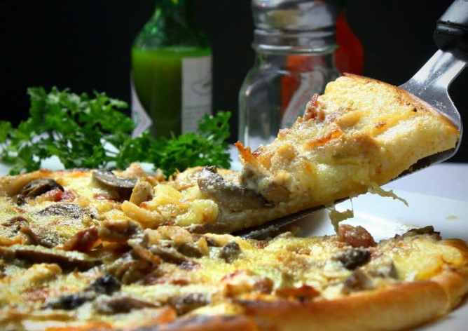Consommer de la mozzarella enceinte dans les pizzas