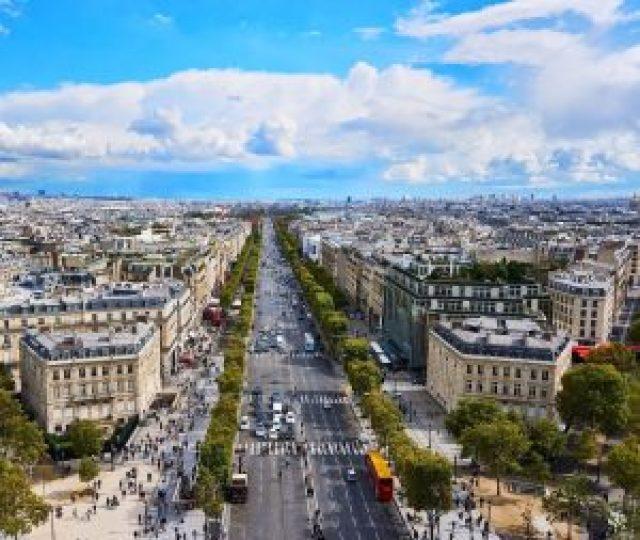 Avenue des Champs-Elysées, foule, route, ciel bleu