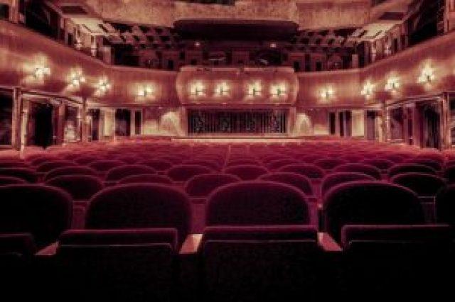 salle de spectacle, sièges rouges