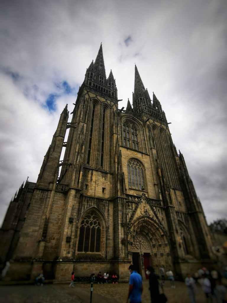 cathédrale st corentin quimper en Bretagne