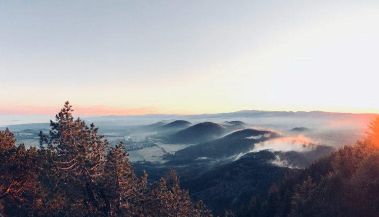 Le parc naturel régional des volcans d'Auvergne pour camper en France