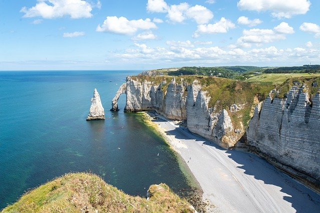 falaise d'étretat superbe destination pour un week-end à moins de 2h de Paris