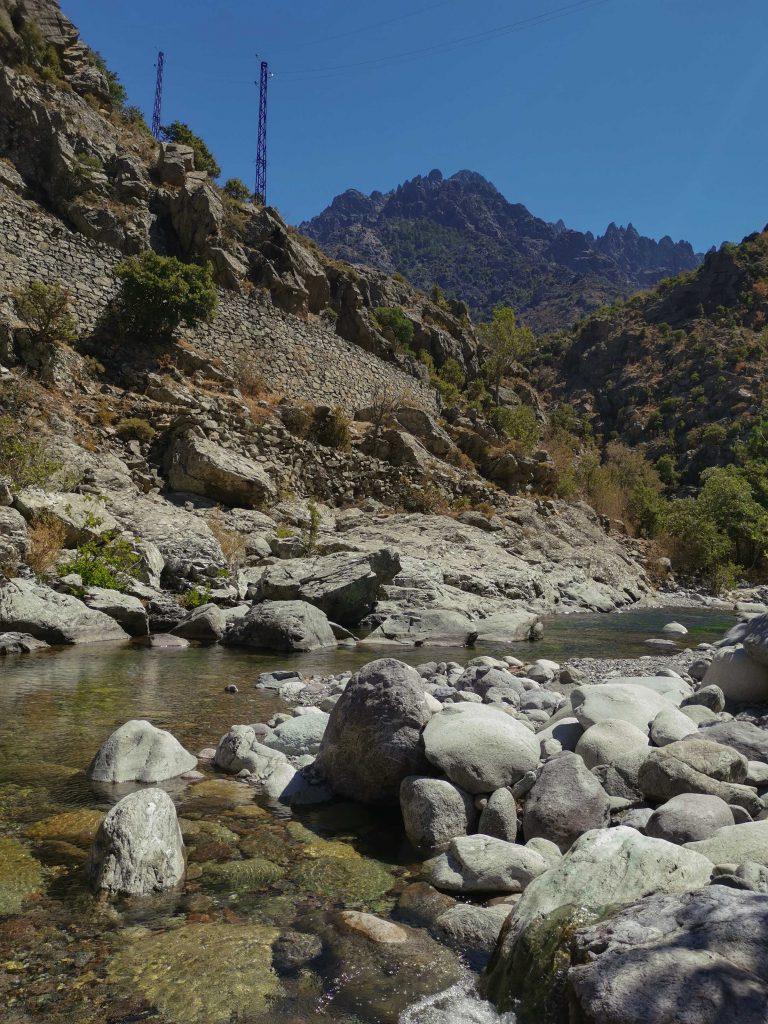 gorges d'asco et montagnes