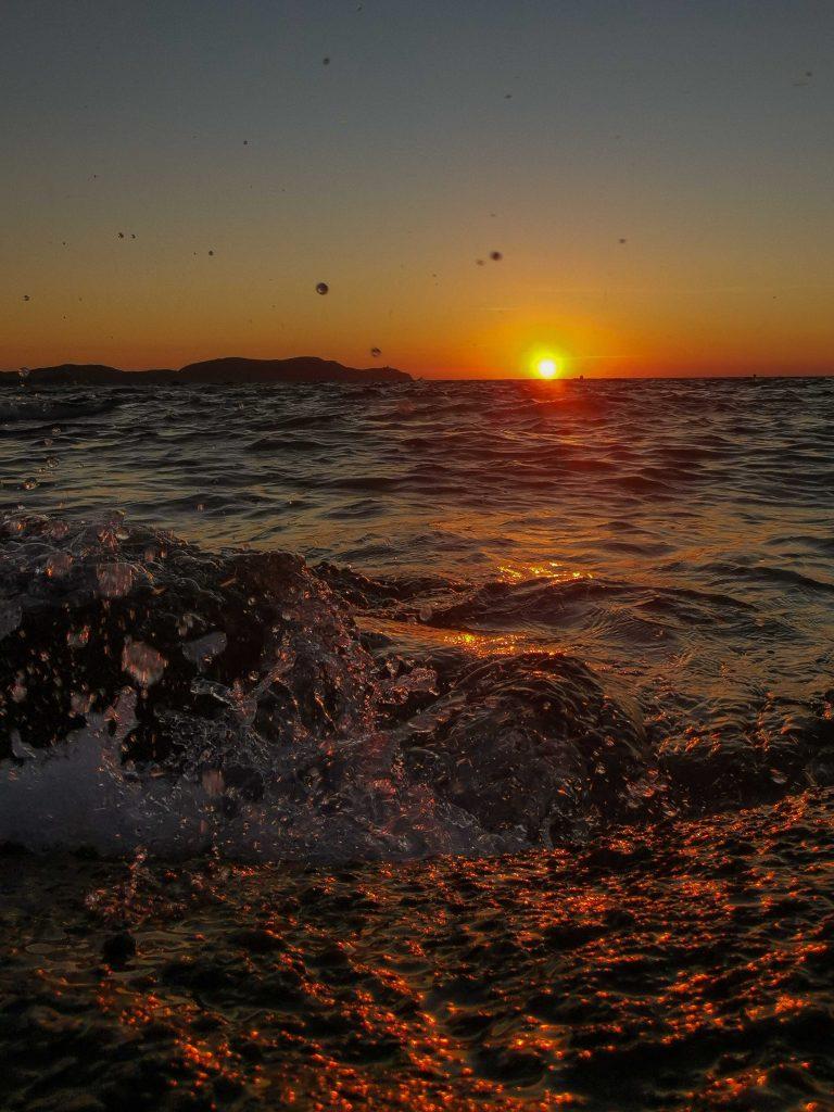 coucher de soleil plage de l'arinella en corse