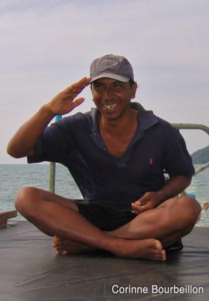 Alex, fier capitaine de long-tail boat. (Phang Nga Bay, Thaïlande, février 2009.)