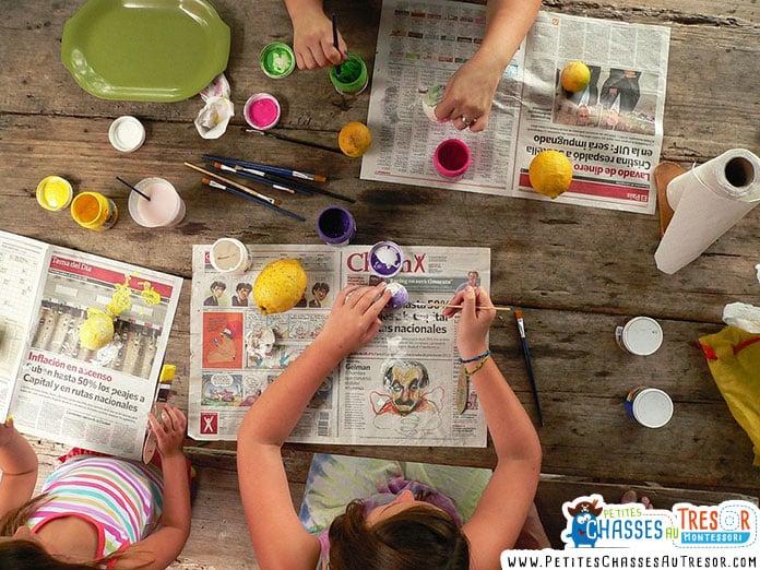 enfants qui font des loisirs créatifs