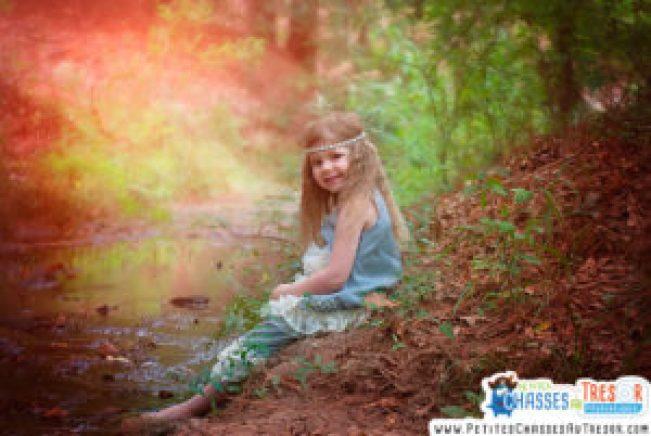 Un enfant profite du bienfait de la nature