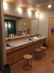 アパホテル大阪肥後橋駅前の大浴場の洗面台