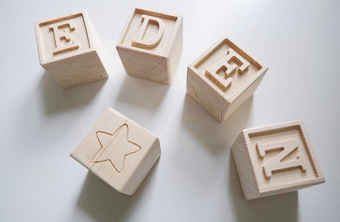 cube en bois naturel
