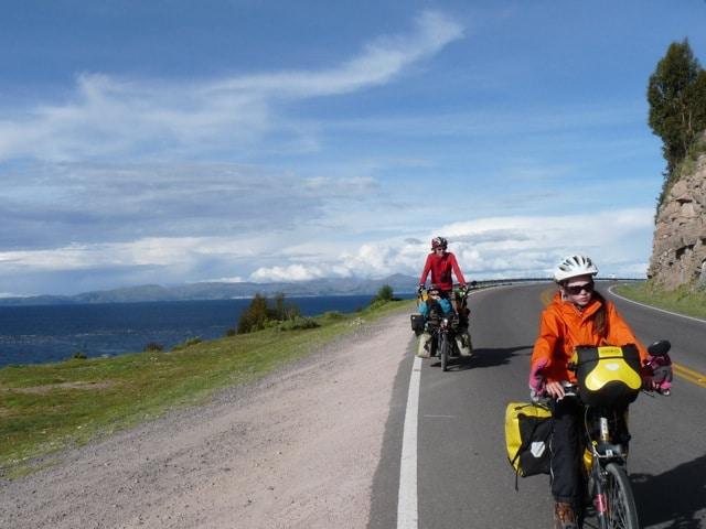 Sur les bords du lac Titicaca