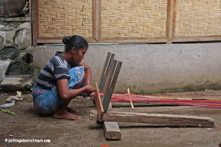 Sade village Lombok avec enfant