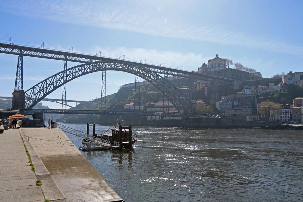 déjeuner sur les bords du douro à porto