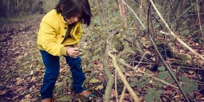 5 petits jeux d'éveil sensoriel à la nature à faire avec vos enfants