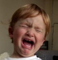 gråtande pojke