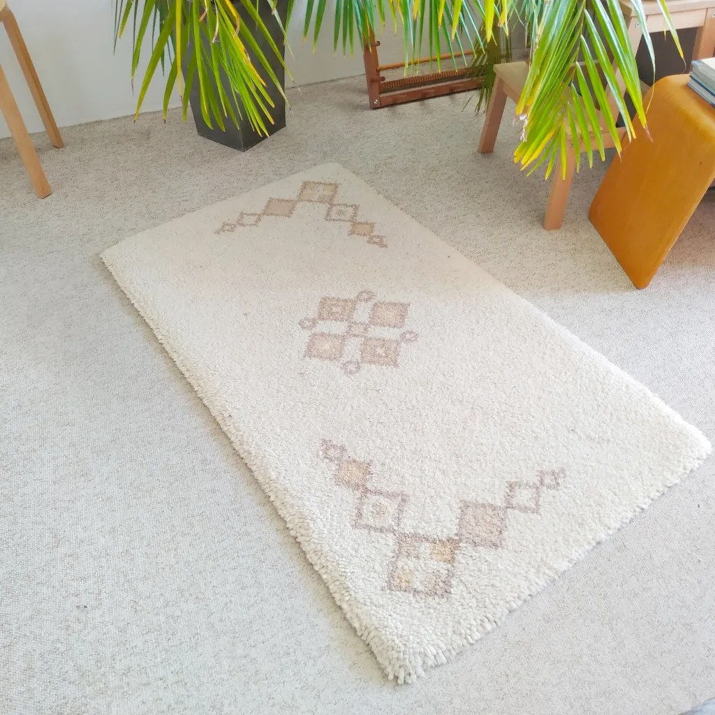 7 ways to make a rug_latch hooked rug__petramarciniaktextiles