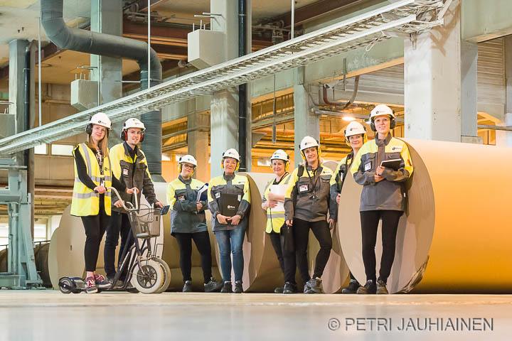 Eforan henkilöstöä Stora Enson tehtailla valokuvaaja Petri Jauhiainen