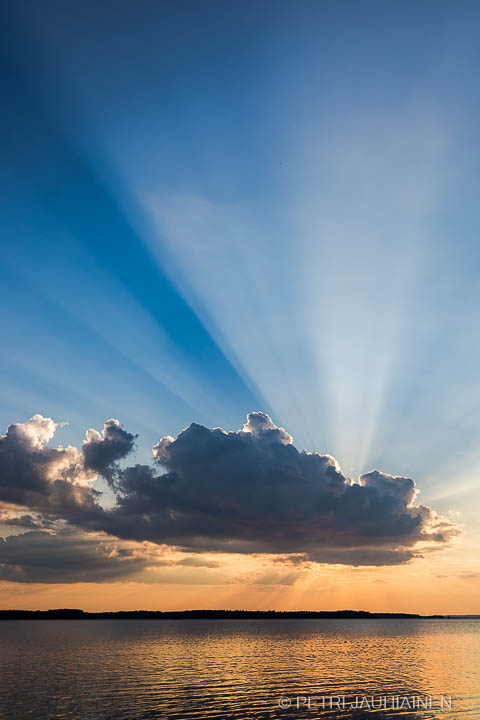 Auringonlasku Kallavedella valokuvaaja Petri Jauhiainen