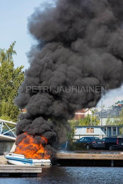 Tulipalo Kuopion Maljalahden satamassa-10