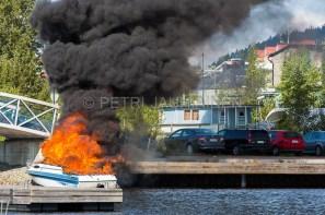 Tulipalo Kuopion Maljalahden satamassa-11