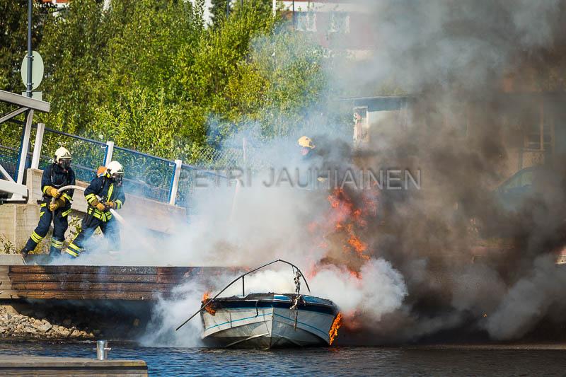 Tulipalo Kuopion Maljalahden satamassa-16