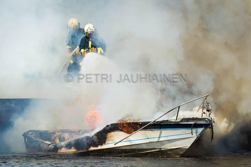 Tulipalo Kuopion Maljalahden satamassa-19