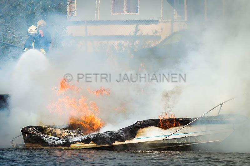 Tulipalo Kuopion Maljalahden satamassa-21