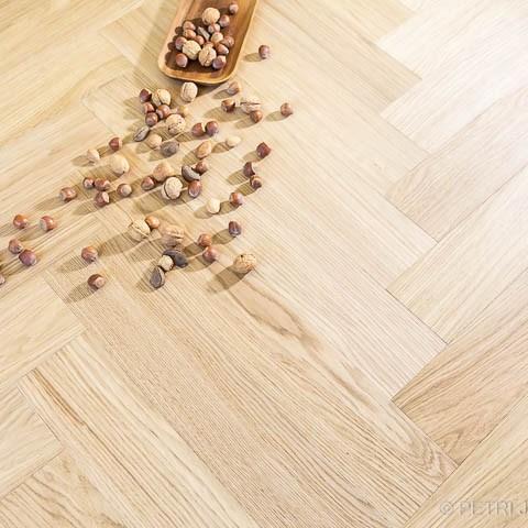 Itävaltalaisen Stöckl Parkett GmbH valmistama B:hard-puulattia valokuvaaja Petri Jauhiainen