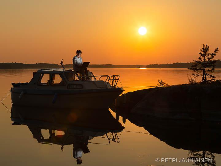 Etätöissä matkaveneessä valokuvaaja Petri Jauhiainen Kuopio