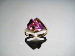 14K Gold Ring with Cultured Alexandrite Artist: Strellman Catalog: 398-16-5