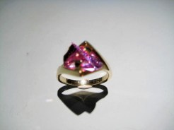 14K Gold Ring with Cultured Alexandrite Artist: Strellman Catalog: 398-16-5