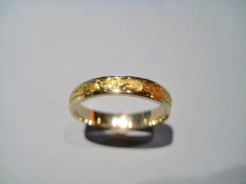 14K Gold Band with 24K Gold Nugget Artist: Ficher Catalog: 602-00-5