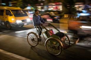 Dříve asi hodně rozšířené, ale dnes druh na vyhynutí - cyklorikša v ulicích Phnom Penhu.