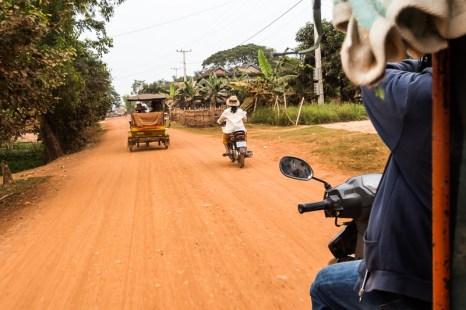 Cesta tuktukem ze Siem Reap nevedla zdaleka jen po asfaltu