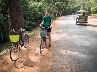 ...nebo úplně obyčejné, kde jsem se kopal koleny do zubů. Na těchto herkách jsme objeli angkorské chrámy okolo Siem Reap, cca 35 km...