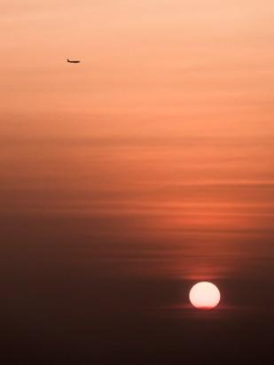 I letecká doprava je samozřejmě v Kambodži možná. Blíže než takto jsme s letadlem do styku nepřišli.